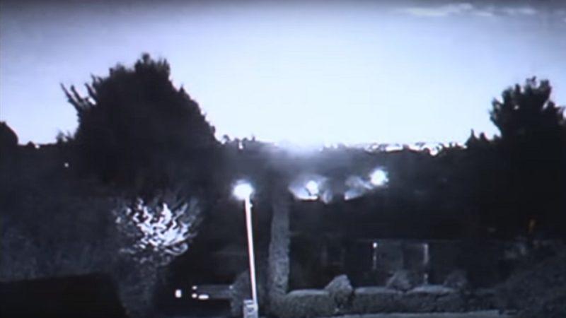 澳洲多处民众直击 超亮火球划过黑夜