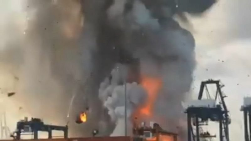 泰港口貨櫃大爆炸 烈火濃煙直竄天際釀50傷