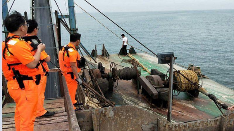 越界抽砂 马祖海巡押回中国抽砂船逮9人