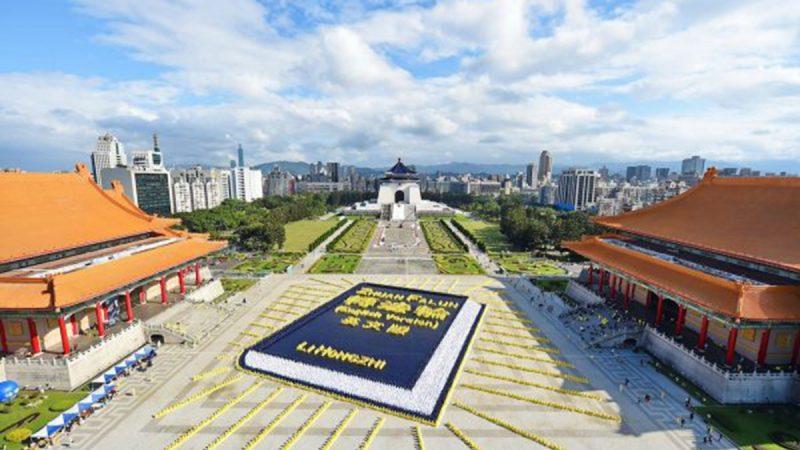一位中国人获全球称颂 3600项褒奖令中共胆寒