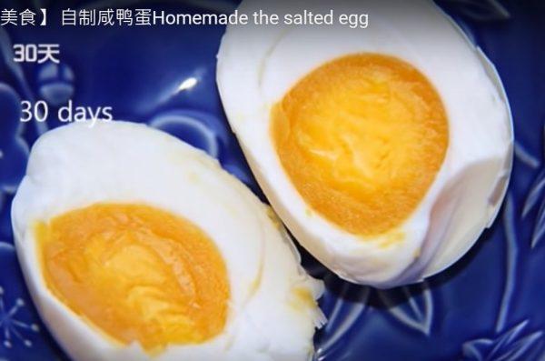 自制咸鸭蛋 只需三样材料 简单易成功(视频)