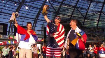 红牛折纸飞机国际大赛 选手发挥个人创意