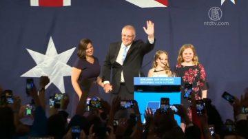 澳洲保守党总理成功连任 看球赛庆祝