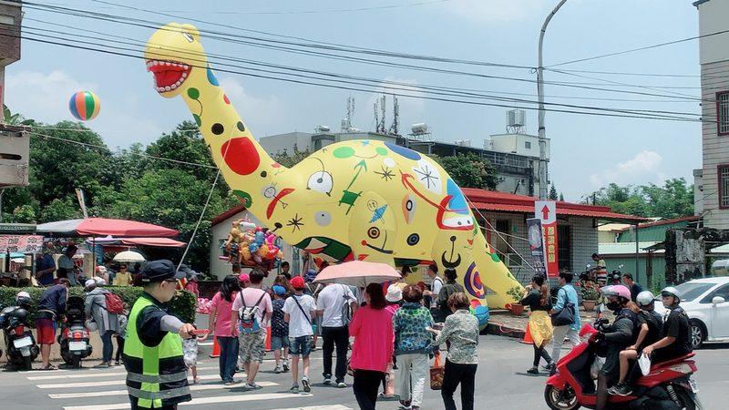 化石园区开幕 台南左镇周边道路涌车潮