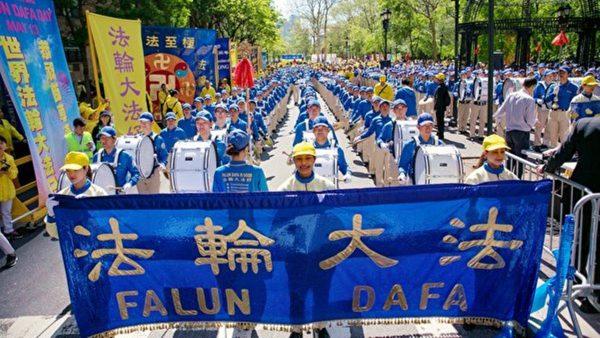 庆法轮大法洪传27周年 纽约逾万人大游行横穿曼哈顿