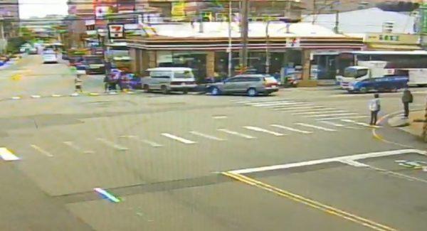 開車突胸悶暈眩 苗栗男沿路追撞12車釀2傷