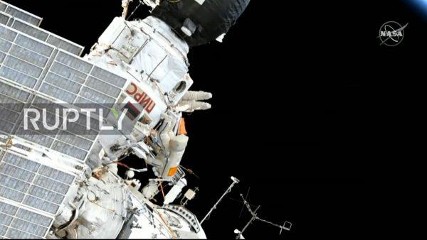 一条毛巾在太空飘了10年 终于被宇航员取回(视频)
