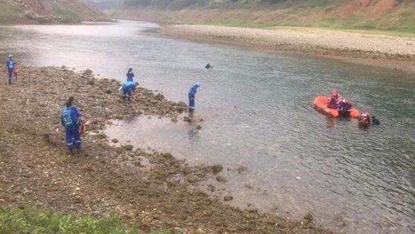 贵州一艘船江中翻沉 已致10死8失踪