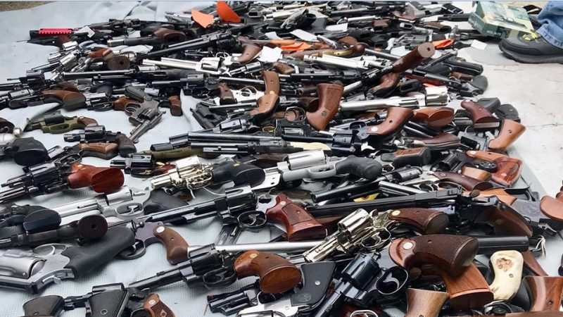 逾千槍械囤豪宅 洛杉磯30警15小時才搬完