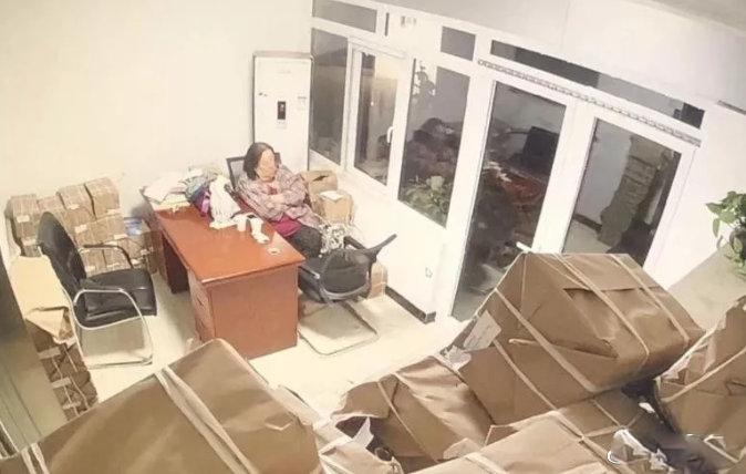 天津老婦「碰瓷王」10年敲詐商家 20起