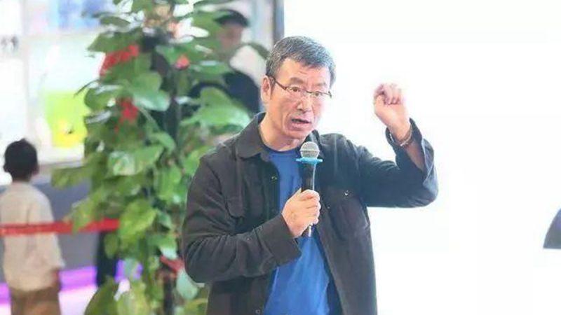 51岁白岩松患抑郁症5年 满头白发露面