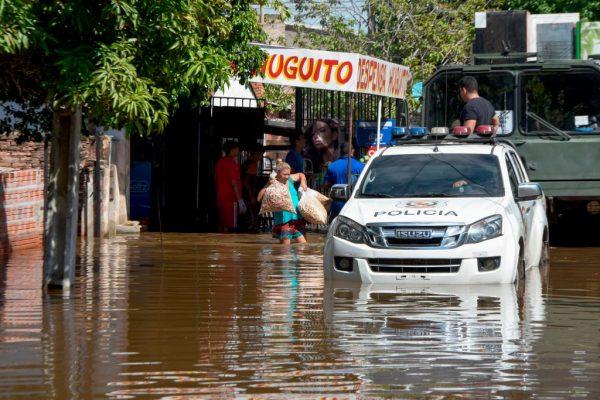 持续大雨 巴拉圭4万人撤离家园