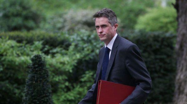 国防大臣否认泄密 英首相卷入政治风波