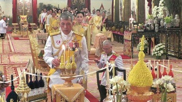 泰王拉玛十世加冕 民众罕见一窥象征权力王宫