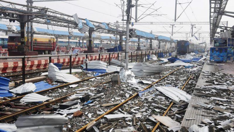 法尼釀災沒水沒電  印度東部釀34死 民眾上街抗議