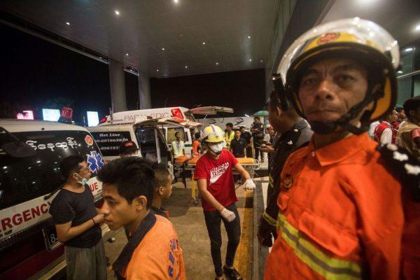 孟加拉客机降落冲出跑道 断三截至少17伤