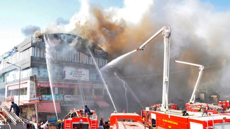 印度建築大火 受困學生跳樓逃生釀至少19死(視頻)