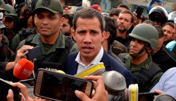 获委国军方支持?瓜伊多:推翻马杜罗进入最后阶段