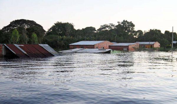豪大雨致河水泛滥 巴拉圭7万人被迫撤离