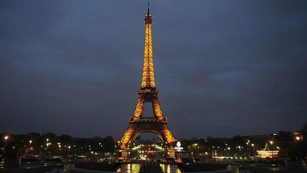 【江峰时刻】悠久的历史和文化,是生命力还是枷锁?从巴黎人的眼光,看文明的排外与包容