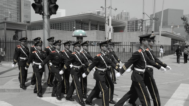 北京下令播出70部反美片  美駐華使館狼狗巡邏