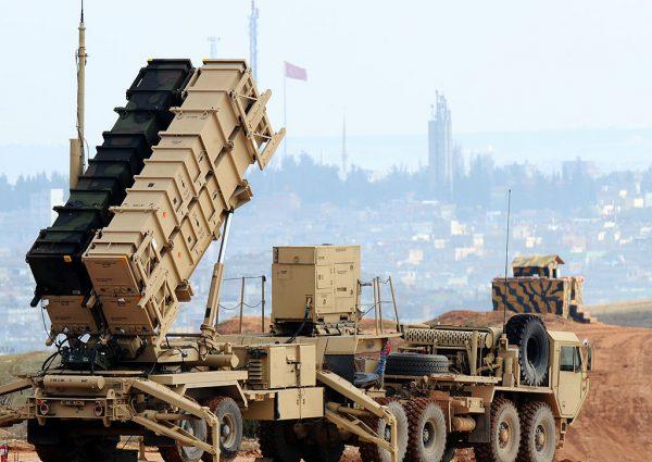 因應伊朗威脅升級 美再部署攻擊艦與飛彈
