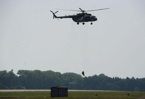 參與滅火作業 墨西哥一架軍用直升機墜毀5死
