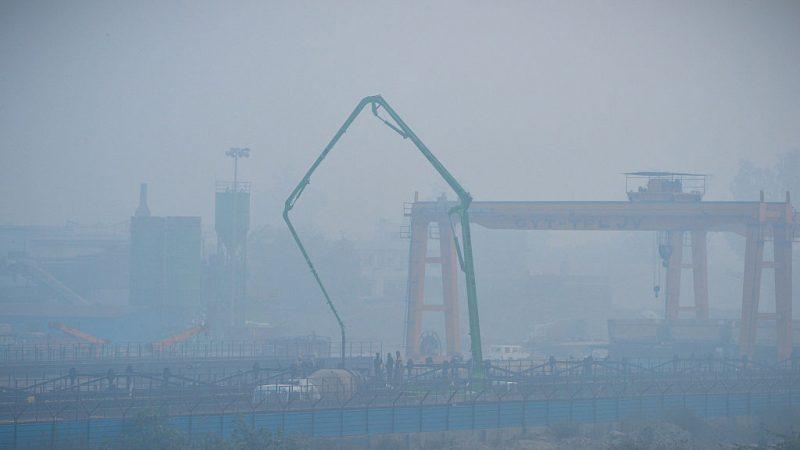 PM2.5濃度飆出4倍 印度德里一片霧茫茫