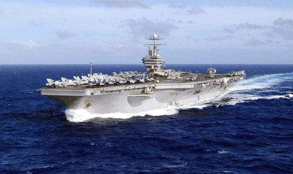 震慑伊朗 美国航舰驶过苏伊士运河