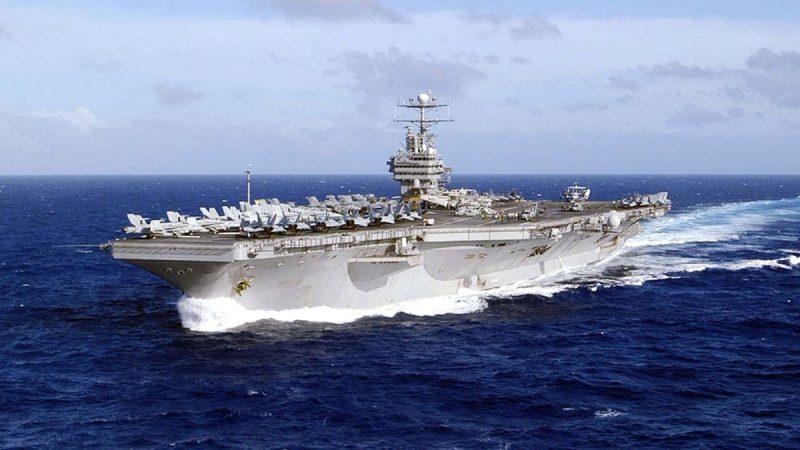 震懾伊朗 美國航艦駛過蘇伊士運河