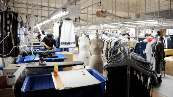 关税冲击波到来 中国厂商不敢接订单