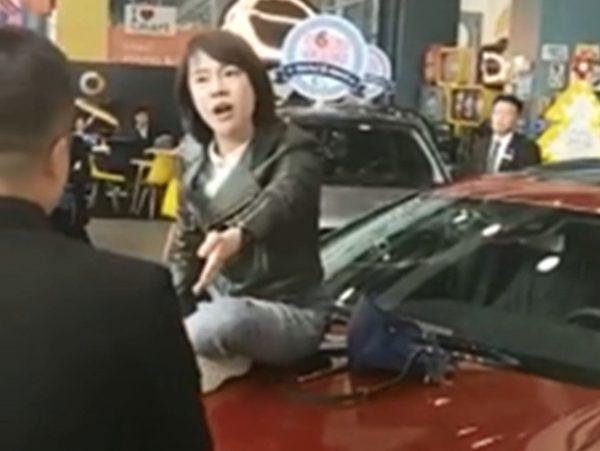 西安奔馳女車主再爆內幕 曾試圖跳樓自殺