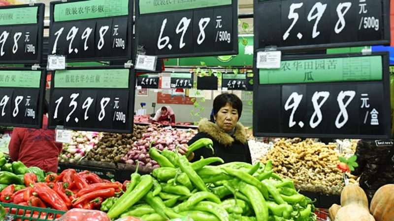 贸易战打进菜篮子?中国鸡蛋涨2成苹果涨3倍