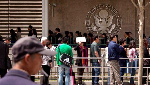"""""""贸易战""""波及留学生?多名中国学生赴美被拒"""