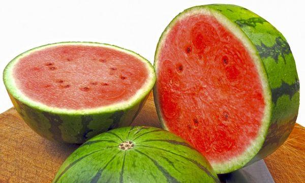 夏季人體出汗多,食慾不好,宜多食水果以補充水分。(Pixabay)