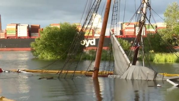 刚花150万翻修古帆船 德国易北河撞货轮沉没