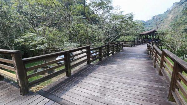 中市青桐林生态园区木栈道坍塌 8伤5送医