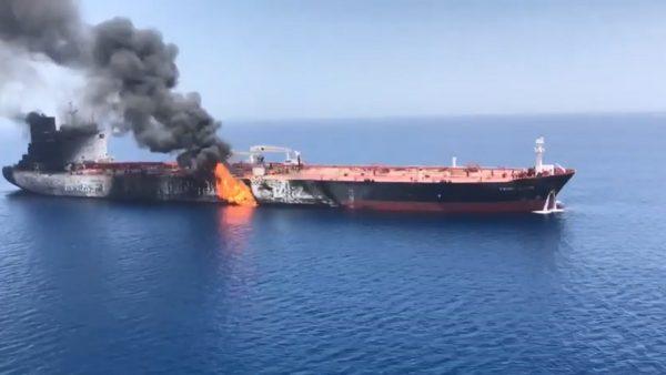 2艘油轮阿曼湾遇袭 美第5舰队收到求救信号
