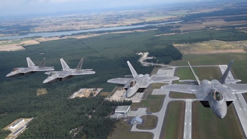 吓阻伊朗 美军F-22匿踪战机首次部署卡塔尔