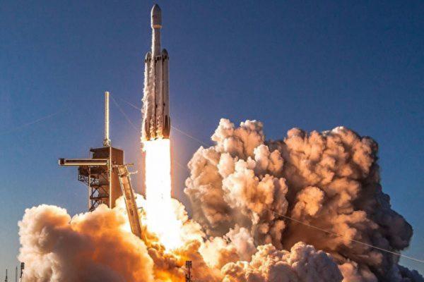 随猎鹰重型火箭升空 无毒太空燃料初亮相