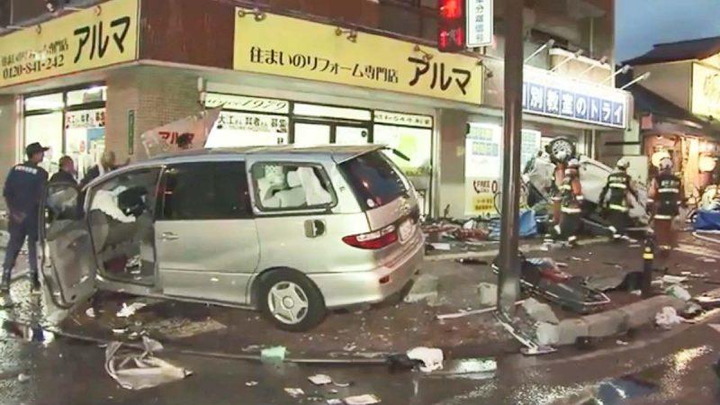 日8旬翁逆向高速开车 与6车相撞酿2死7伤(视频)