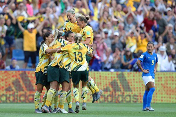 世界杯女足赛:澳洲队戏剧性大逆转巴西