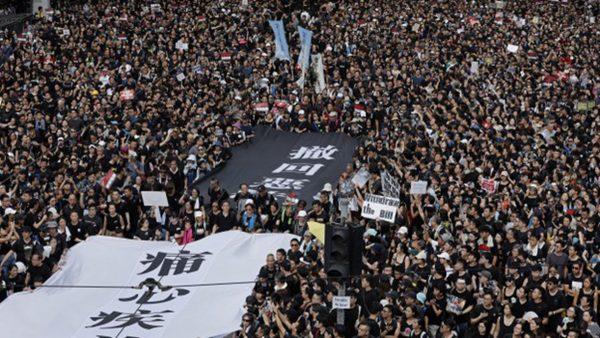 《石濤聚焦》6.16 香港全城都是 黑衣人 預計可達140萬 巨大橫幅「痛心疾首」與「撤回惡法」開路