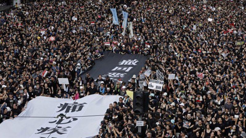 """《石涛聚焦》6.16 香港全城都是 黑衣人 预计可达140万 巨大横幅""""痛心疾首""""与""""撤回恶法""""开路"""