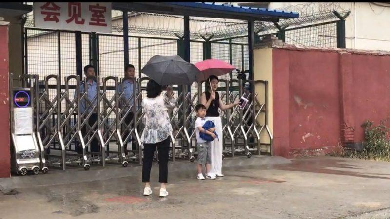 李文足4年尋夫終獲探監 6字形容王全璋(視頻)