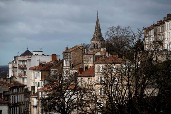 法国发现史前刻有马匹石块 距今1.2万年
