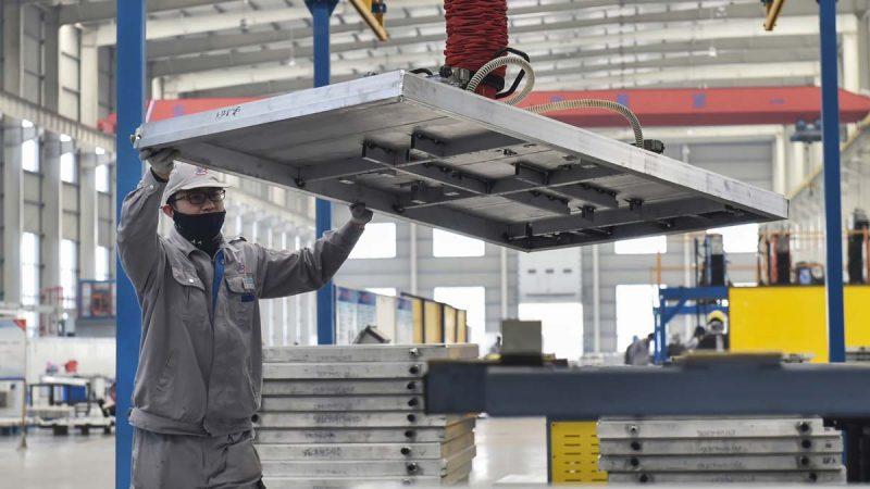 中国5月制造业指数骤降 美媒:贸战打击超预期