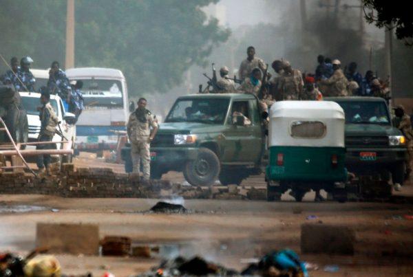 苏丹军政府驱离民众 传枪响爆炸声至少9死逾200伤