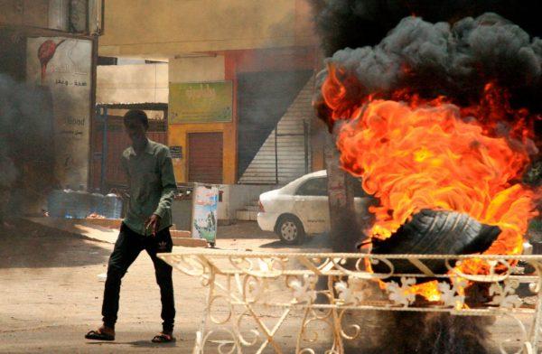 苏丹血腥镇压至少60死 中俄阻挠UN解决方案