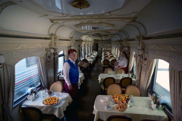俄穿越北极旅游首列车 91名乘客启程往挪威